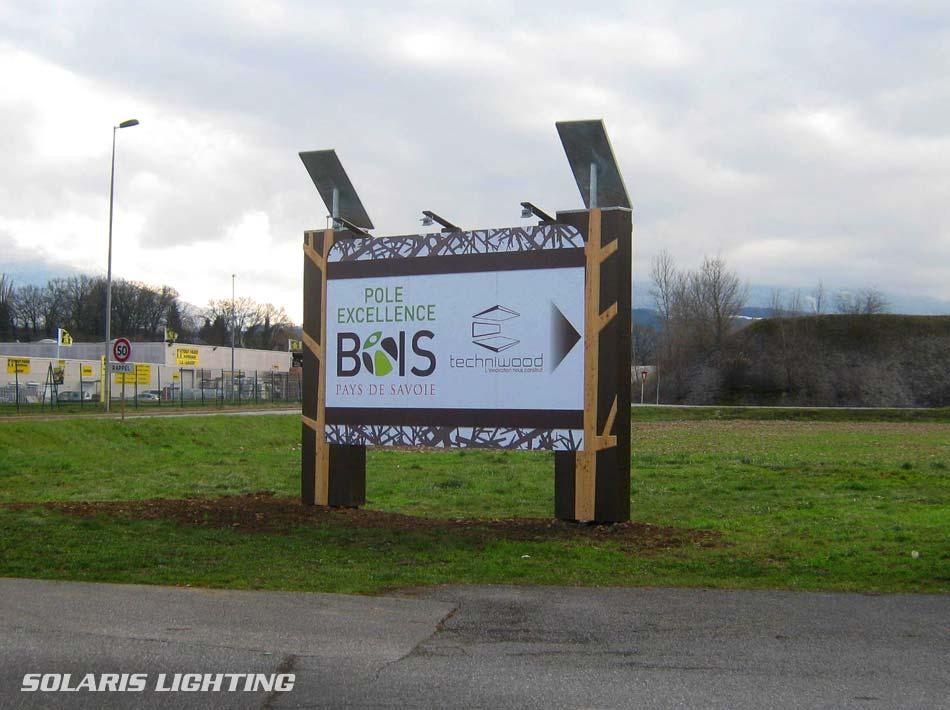 Panneau publicitaire alimenté par énergie solaire à l entrée d une zone  artisanale en. ‹ › 579932c6075a