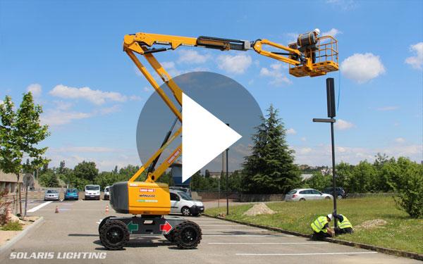 ... Vidéo de montage de candélabres à panneaux solaires photovoltaïques 2e1cb02843bc